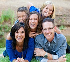 Laughing family of five